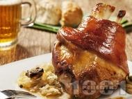Печен маринован цял свински джолан с кост на фурна с бяло вино, водка и сос от зеленчуци